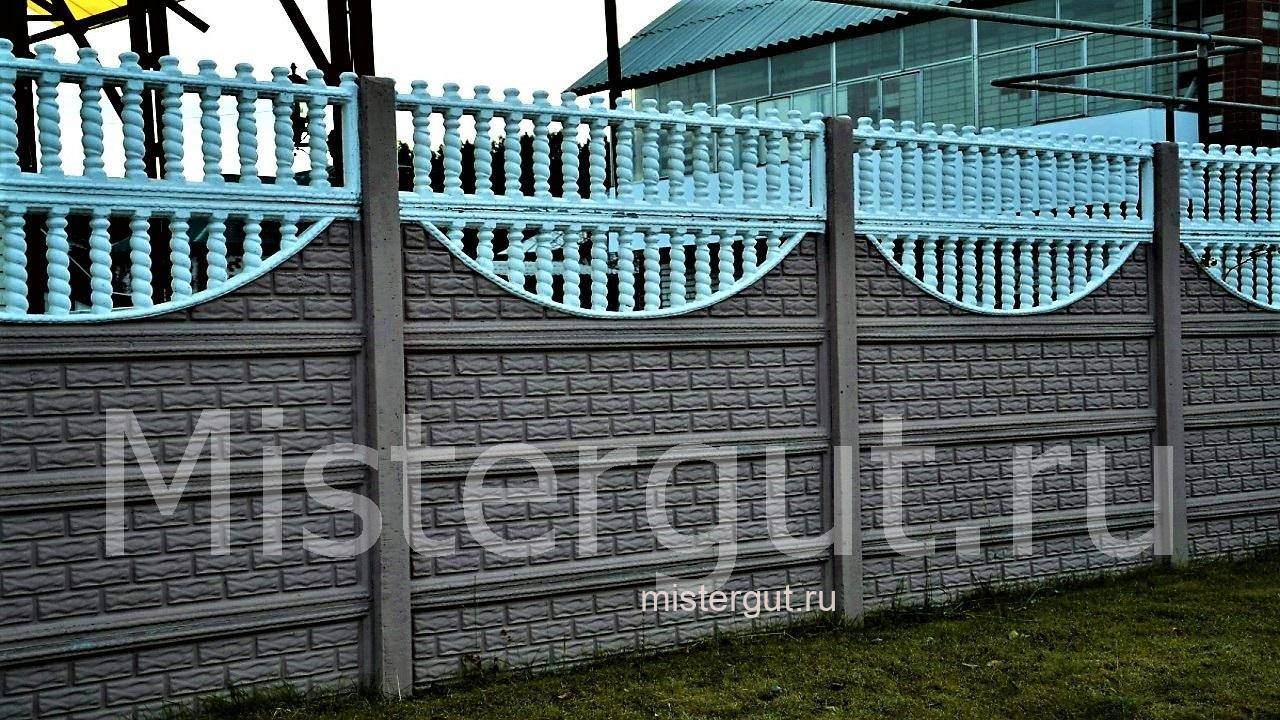 Забор из бетонных блоков.